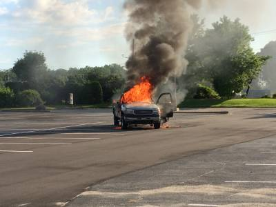 M-LFD Extinguishes Pickup Truck Fire